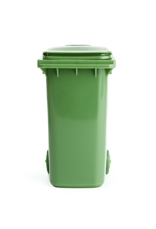 cesto basura: Bin verde de basura plactic aisladas sobre fondo blanco Foto de archivo