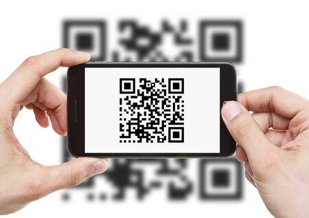 codigo binario: De lectura de códigos QR con un teléfono móvil inteligente Foto de archivo