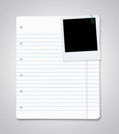 Stapel vellen papier met lege instant foto Stockfoto