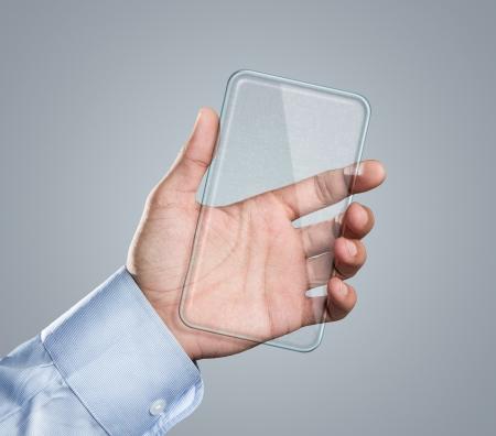 Männliche Hand mit leeren futuristischen transparent Smartphone mit Kopie Raum