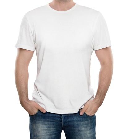camisa: Hombre que llevaba camiseta en blanco sobre fondo blanco, con copia espacio Foto de archivo
