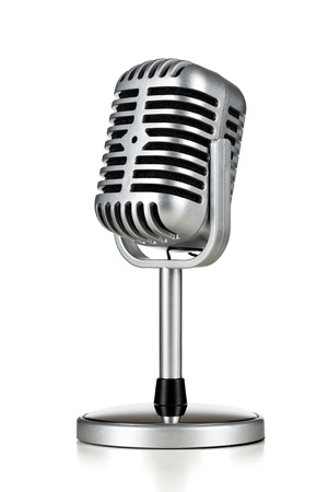 radio retr�: Microfono d'argento d'epoca isolato su sfondo bianco