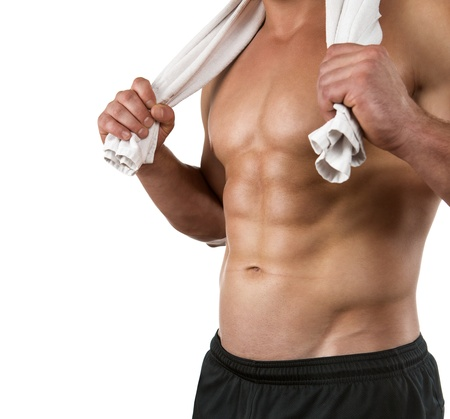 hombres sin camisa: Primer plano de un cuerpo perfecto atleta aislado en fondo blanco