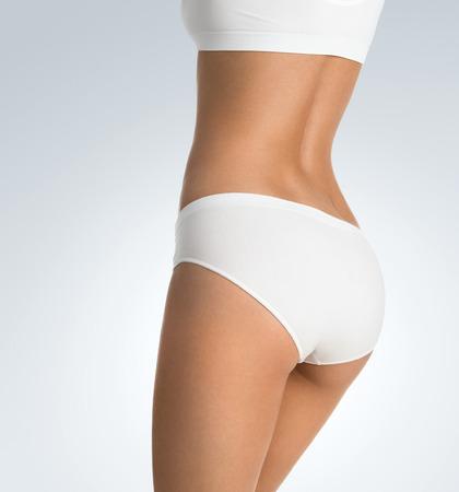 cintura perfecta: Cerca de la preciosa cuerpo femenino, saludable, con copia espacio