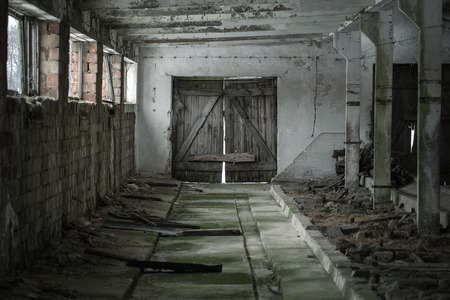 Grunge achtergrond, oude lege schuur interieur Stockfoto