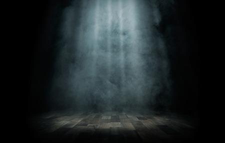 danza: Close up de haz de luz en el escenario vacío con espacio de copia Foto de archivo