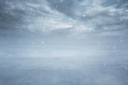 Empty frozen lake background with copy space Foto de archivo