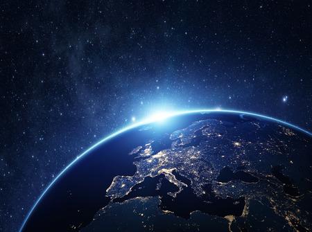 nighttime: El planeta Tierra desde el espacio por la noche. Algunos elementos de esta imagen proporcionada por la NASA