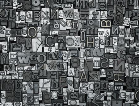 lettre alphabet: Typographie fond, Close up de nombreux anciens, des lettres m�talliques al�atoires avec copie espace
