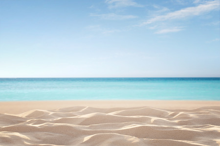 Empty, defocused tropical beach background with copy space Standard-Bild