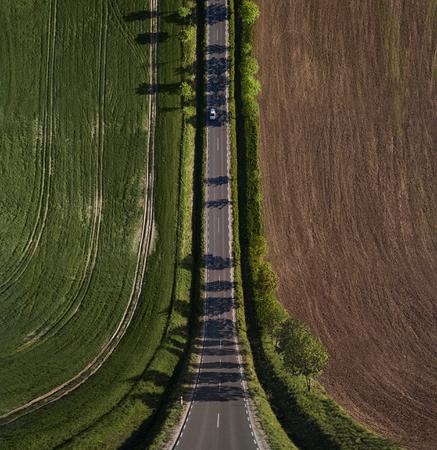 Abstrakte Landschaft, Bend Perspektive Straße durch das Feld mit Kopie Raum