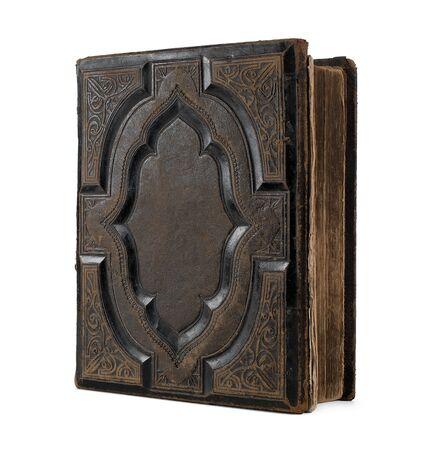 Leeres altes, antikes Buch lokalisiert auf weißem Hintergrund mit Kopienraum