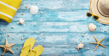 High angle view of summer, vacation, beach accessories on blue wooden background with copy space Standard-Bild