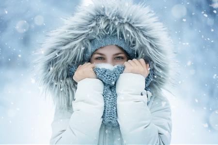 Portrait of a happy teenage girl in the snow Standard-Bild