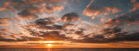 Panoramic shot of beautiful sunrise over the ocean with copy space Stockfoto