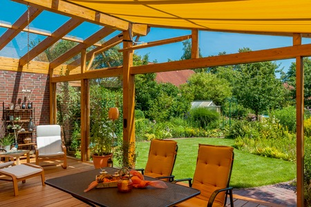 View from a cozy winter garden in the large natural garden in summer Stockfoto