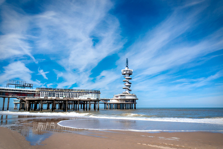 The beach of Scheveningen overlooking the old pier with bungy-tower, Netherlands 스톡 콘텐츠