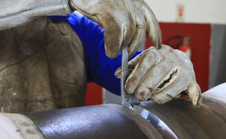 Ruffle caliper, offshore welding tubes, worker wearing gloves as protection