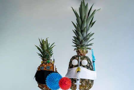 Wearing mask and vaccine. Pandemic, a portrait of a Pineapple wearing a protective mask. Stok Fotoğraf - 166359348