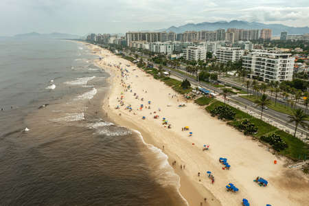 Sea with seaweed. Picture of Sea with seaweed, brown water from Rio de Janeiro, Brazil. Stok Fotoğraf - 166660949