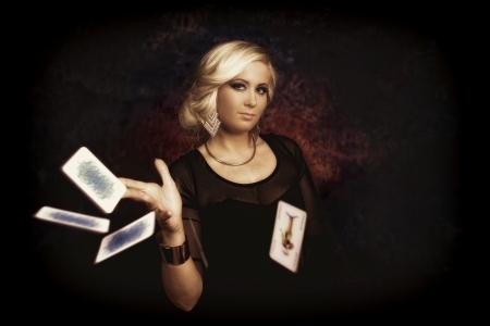 welling: Piuttosto giovane donna giocando con carte da poker