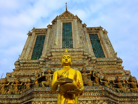 black giant mountain: The Pagoda of Wat Arun