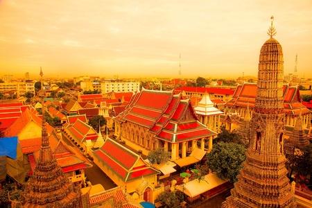 black giant mountain: Wat Arun Thailand