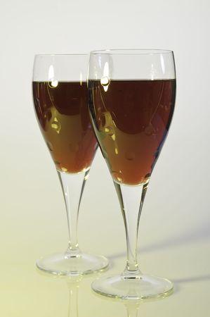 vin: gros plans verres de vin rouge et rose