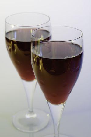 ailment: gros plans verres de vin rouge et rose