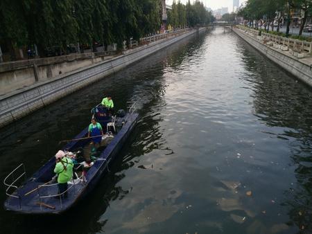to thrash: Thrash collect in bangkok canal thailand Stock Photo