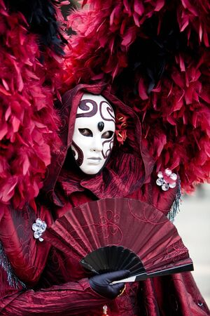 Red costume at the Venice Carnival Imagens