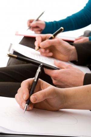 curso de capacitacion: Gente de negocios tomando notas aisladas en blanco Foto de archivo