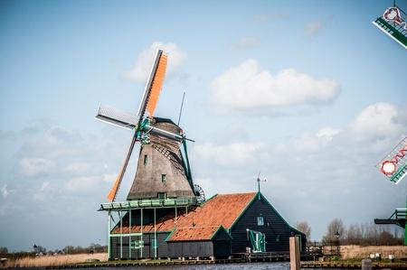 zaanse: Nederlandse Windmolen op de Zaanse Schans in Nederland