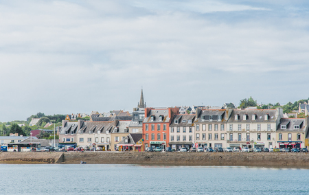 Port of Camaret-sur-mer with its boats, its lighthouse, in Finistère in Brittany, France Banque d'images