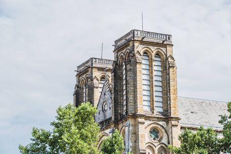 Église néo-gothique Saint-André dans le centre de Bayonne en France Banque d'images