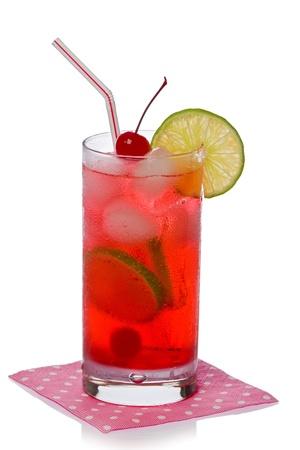 シャーリーテンプル白地にピンクのナプキンでカクテルを飲む。 写真素材