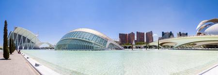 발렌시아, 스페인, 2013 년 5 월 : 예술 및 과학 도시 시우다드 데 라스 아테 로스이 시라스 (Ciudad de las Artes y las Ciencias)는 엔터테인먼트 기반의 문화 및  에디토리얼