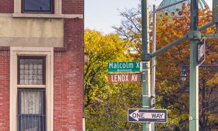 レノックス アベニュー、マルコム X 大通りとも呼ばれます両方の名が正式に認められているがマンハッタンのニューヨーク市の自治区の上部でハー
