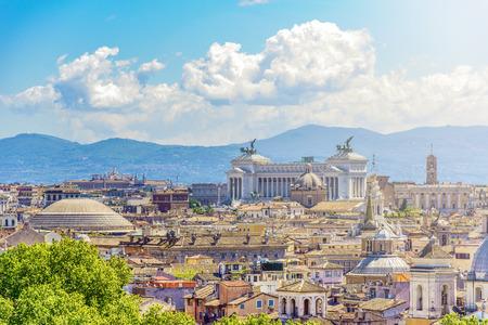 カンピドリオの丘、ヴィットリアーノと証拠のパンテオンのドームとローマのパノラマ ビュー 写真素材