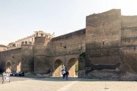 ローマ、イタリア、2017 年 3 月 25 日: ポルタピンチアーナ ビュー (ピンチアーナ ドア)、ローマのヴィア ヴェネトの入口