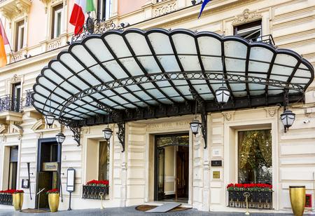 ローマ、イタリア、2017 年 3 月 25 日: ローマ、イタリアで有名な Via Veneto にあるレジーナ ホテル バリオーニの正面玄関