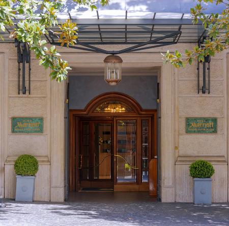 ローマ、イタリア、2017 年 3 月 25 日: ローマ、イタリアで有名な Via Veneto にあるマリオット グランド ホテル フローラの正面玄関