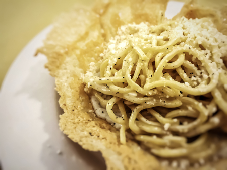 Traditional Italian cheese and pepper (cacio e pepe) pasta. Restaurant and food concept Stok Fotoğraf