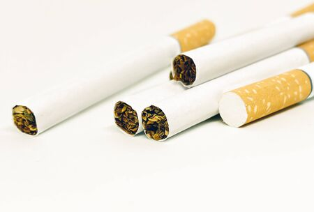 close-up view of a group of cigarettes isolated on a white background Foto de archivo
