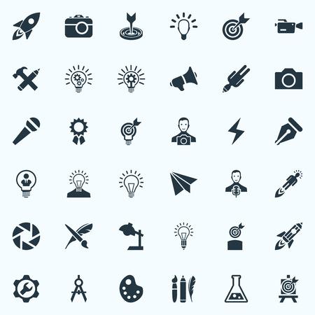 Vectorillustratiereeks Eenvoudige Creatieve het Denken Pictogrammen. Elementen Intellect, Project Aim, Table Light and Other Synoniemen Desk, Innovation and Brush. Stock Illustratie