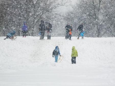 a blizzard: Children enjoy in the game on a snowy blizzard