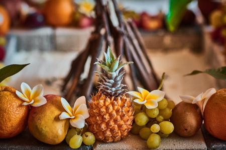 Krásné ovoce uspořádány s rozmazané pozadí