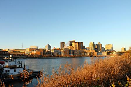 聖ポール リバー フロントとミシシッピ川のスカイライン
