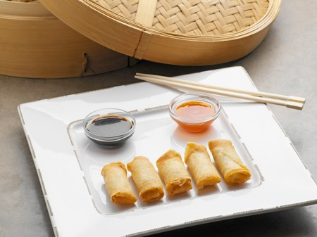 Loempia and dipping sauces Stockfoto