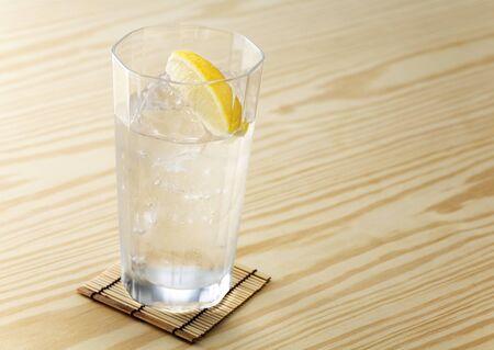 Water en citroen Stockfoto